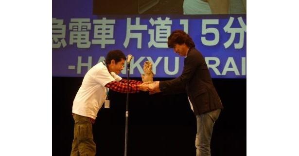 【画像】クロージングセレモニーで行われた授賞式の模様と作品上映前の舞台挨拶に登場した中谷美紀ほか