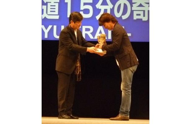 審査員特別賞の「ゴールデンシーサー賞(金石獅賞)」受賞の様子
