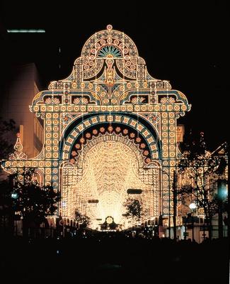 第10回 2004年開催テーマ「神戸、光の都」の様子。来場者数が延べ530万を超え、14日開催では最高記録に