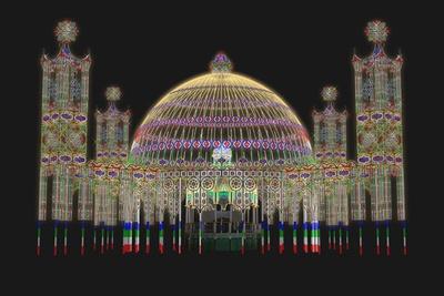 東遊園地の聖堂を光のドームで包み込む「パルコ」