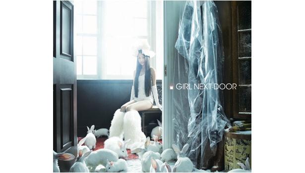 1st Album「GIRL NEXT DOOR」DVD付のジャケット写真