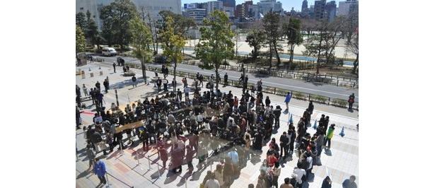 会場となった「olinas錦糸町」の正面広場には多くの人が集まった