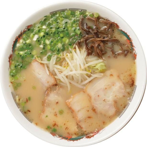 豚骨、魚介、鶏ガラと3種の旨味を融合させたマイルドなスープが魅力。「ラーメン」(750円) / らーめん 小金太