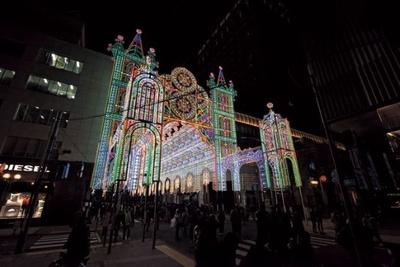 神戸ルミナリエの玄関口「フロントーネ」。ここから約270mの光の回廊が始まる
