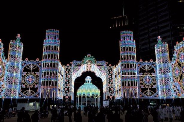 例年設置されている光の聖堂「カッサ・アルモニカ」が、今年は初の巨大ドームに包まれる