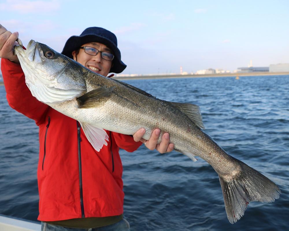 """東京で非日常体験するならここ!仕事帰りに電車で手ぶらで行ける""""船釣り""""で東京湾から都心ビューを楽しもう!"""