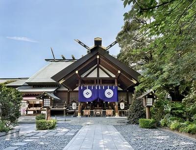 1880年に創建された同社は、日本初の神前結婚式を行った神社としても知られる