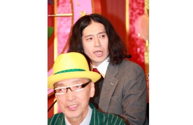 「すでに(AKBの)みんなになめられてる気が…」ともらす又吉直樹(写真奥)と理事長役のテリー伊藤(写真手前)