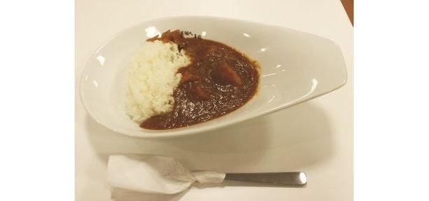 「芸能人カレー部」で食べられる石田純一さん考案のカレー とっても辛い!