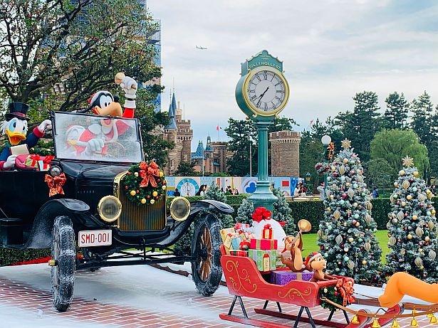 """""""クリスマス当日の街角の様子""""をデザインしたデコレーション"""