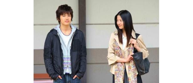 可愛い年下の大学生の彼氏役に吉村卓也