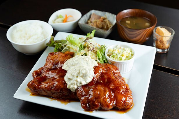 「ジャンボチキンカツ南蛮定食」(税込1210円)