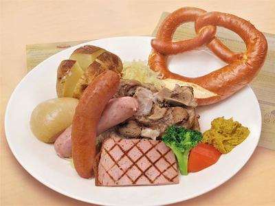 レストランで味わえる「ジャーマンスペシャル」(2800円)