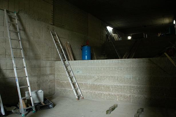 坑内は階段状に掘り進められていく