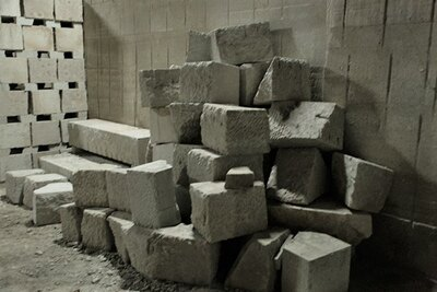 切り出された石が雑然と積み上げられた様子もアートっぽく見える