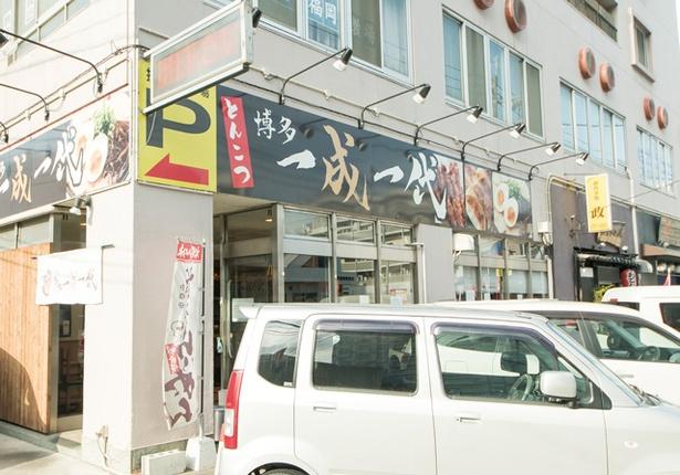 博多 一成一代 / 東比恵交差点近くのビルに入る。夜は焼鳥をそろえる麺酒場に