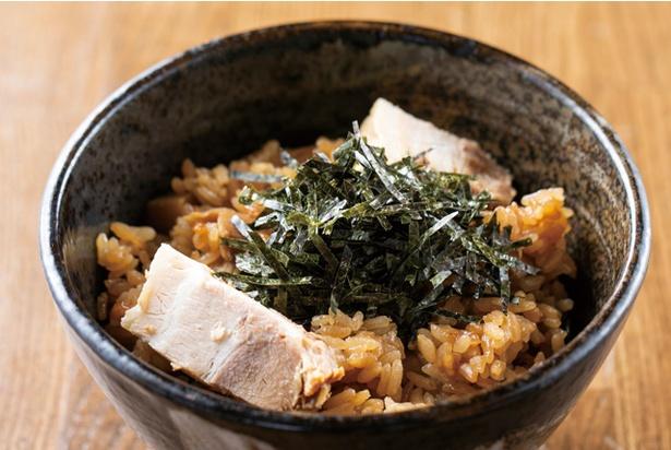 つけ麺専門 がんつけ / 「チャーシュー炊き込みご飯」(300円・税込)。豚バラ肉、煮汁を入れ炊き込む。つけ汁に入れるのも◎