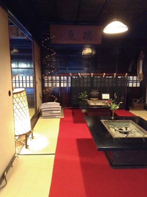 江戸時代初めに建てられ、母屋の多くは当時のまま。一番新しい座敷でも天保年間にさかのぼるとか/平野屋