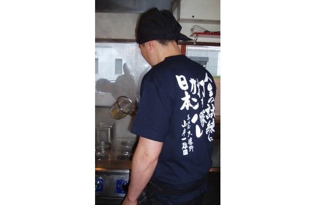 イベント当日、店主たちは「ガンバレ日本Tシャツ」を着用