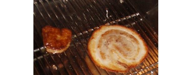 トッピングのカリカリに焼かれた豚バラロールと豪華フォアグラ