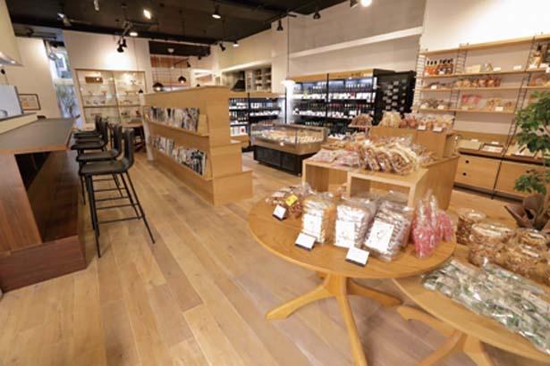 店内の家具はすべて購入可/FILE CAFE