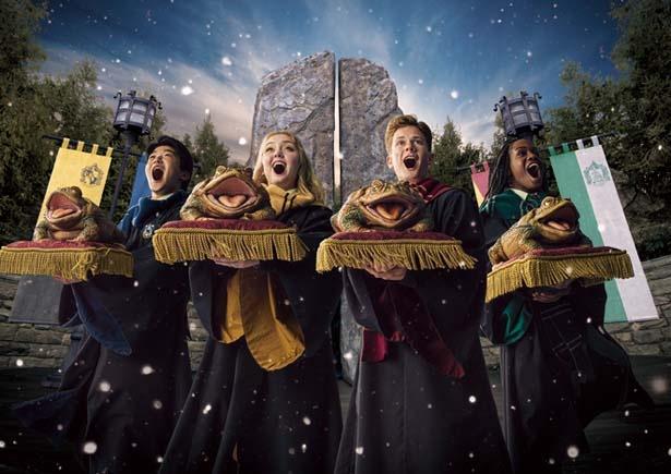 「ホリデー・フロッグ・クワイア」もクリスマスだけの特別版に。2020年1月13日(祝)まで実施/ユニバーサル・スタジオ・ジャパン