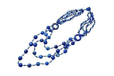 カラフルな天然石を贅沢に使ったネックレスがそろう「St.angel」からは春の装いにぴったりな新作アクセ、ラピスラズリ(7500円)が