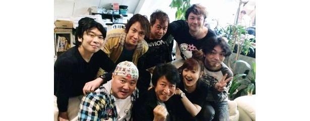 前列左からショッカーO野、井上和彦、かないみか、関智一、後列左から伊藤健太郎、置鮎龍太郎、神奈延年、勝杏里