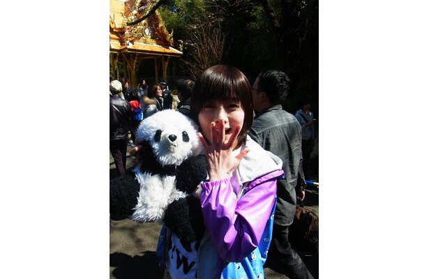 """先頭に並んでいたのは、なんと""""パンダ好き""""として人気のタレント・藤岡みなみさん(22歳)!"""