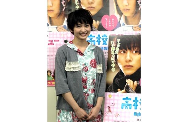 『高校デビュー』で演じた、はかなげなまこととは正反対だという、ハキハキなキャラの岡本玲
