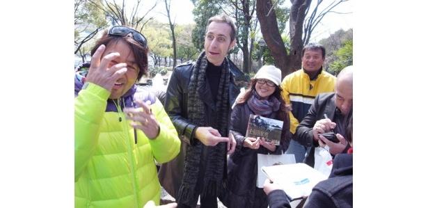 ラジオ局の枠を超えて、寄付金を募るラジオDJ&パーソナリティの面々。右から2番目の男性はHCJ理事長の橋本浩二さん。