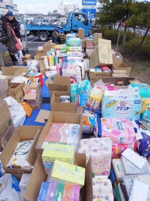 バロー一宮西店駐車場では、26日(土)11:00~16:00に物資集めが行なわれた。