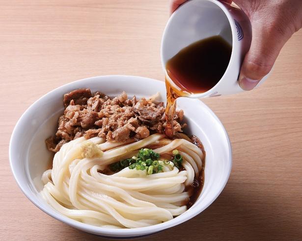 肉ぶっかけ 680円(税込)。麺はやや太めだが、しなやかで、喉越しがいい / 讃岐うどん 幸