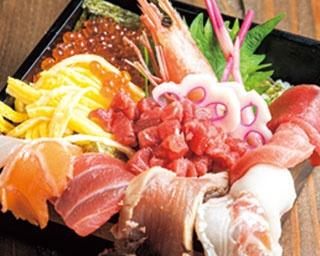 お造りからステーキまで!多彩な料理がそろう東梅田のバル「海鮮×肉×鉄板バル okiumiya」