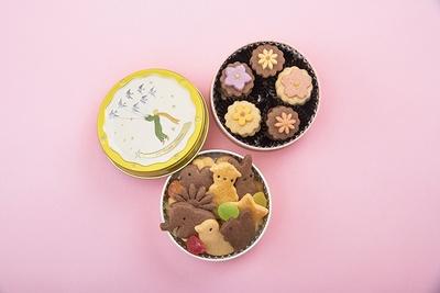 お花のクッキー缶(上)とメルヘンクッキー缶(下)はそれぞれ750円