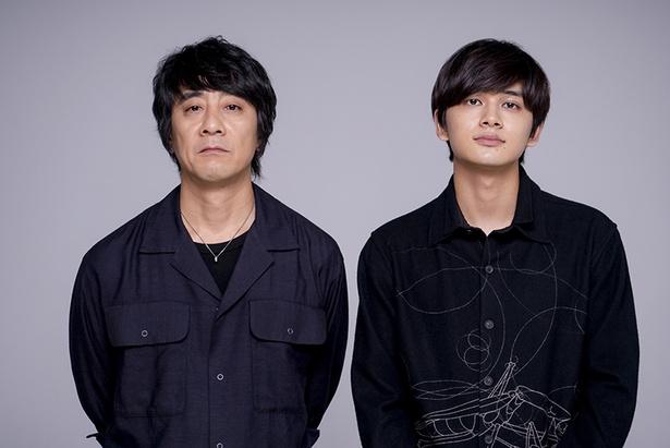 山崎まさよし(左)、北村匠海(右)