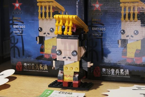 かわいい始皇帝のブロック。こちらも兵馬俑のおみやげにぜひ!