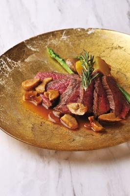 コクのあるフォンドボー、マルサラ酒とポルチーニ茸のソースと、みかわ牛ゴールドの赤身肉は相性抜群 / Tutto Gusto Osawa(名古屋市千種区)