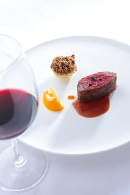 黒毛和牛 バベットのロティ 秋トリュフとローストしたタマネギを添えて。フランス料理らしい華やかさが魅力 / RESTAURANT Chez KOBE(名古屋市昭和区)