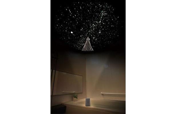 """満天の星空の中に""""スカイツリー""""が天高くそびえる風景が再現された「ホームスターアクア 東京スカイツリー(R)」"""