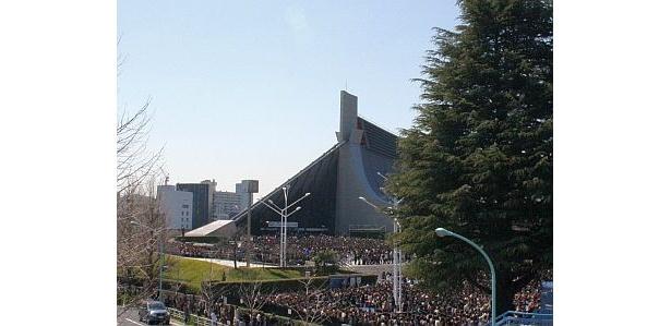 ジャニーズ事務所による東日本大震災の災害支援プロジェクト「Marching J」に、多くのファンが詰めかけた