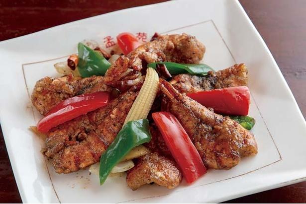 中華料理 孟渓苑 / エビの山椒風(1296円)。肉厚プリプリのエビに山椒を効かせた揚げ物。ピリリとくる香ばしさがたまらない