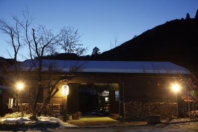 温かな雰囲気で客人を迎えてくれる、落ち着いた玄関付近 / 神明温泉 湯元すぎ嶋