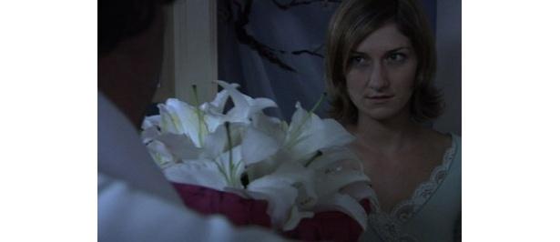 【写真】劇中でも美しいユリの花が登場する