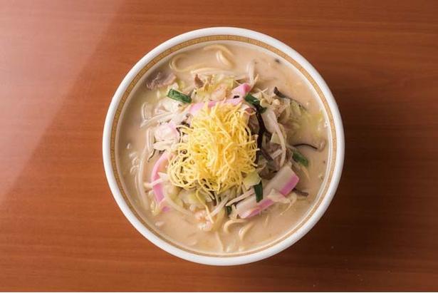 【写真を見る】四海樓 / 「ちゃんぽん」(1080円)。あっさりとしてコクのあるスープと数種の野菜、錦糸卵がのったルックスが定番