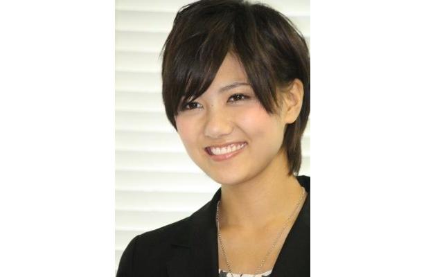 「平成23年4月10日執行東京都知事選挙の期日前投票」に関するPRイベントに出席したAKB48の宮澤佐江さん