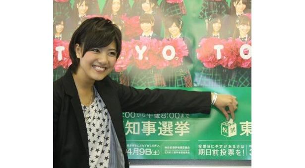 ポスターの絵に投票しているお茶目な宮澤さん