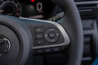 ステアリングコラム右手側に設けられたクルーズコントロール等のボタン。車間調整も可能だ