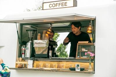 ハンドドリップコーヒーやラテのほか、エルダーフラワーのドリンクなど充実のメニュー