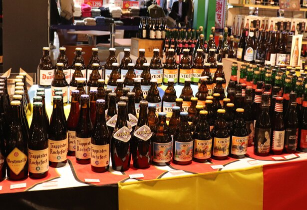 ビールの種類は100種類。フードと一緒に味わいたい